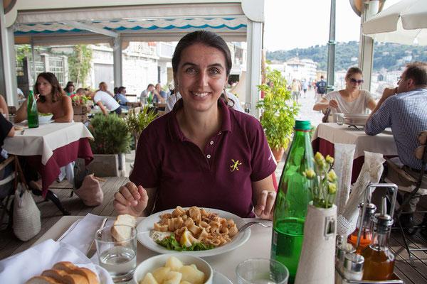 Piran (Essen an der Unferpromenade: Calamari und Panna Cotta für Kerstin und Carbonara-Pasta und Schoko-Nuss-Palatschinken für Helmut.)
