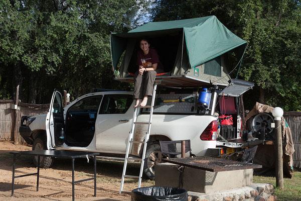 24.4. In der Nunda River Lodge beziehen wir Campsite 2 am Ufer des Kavango.