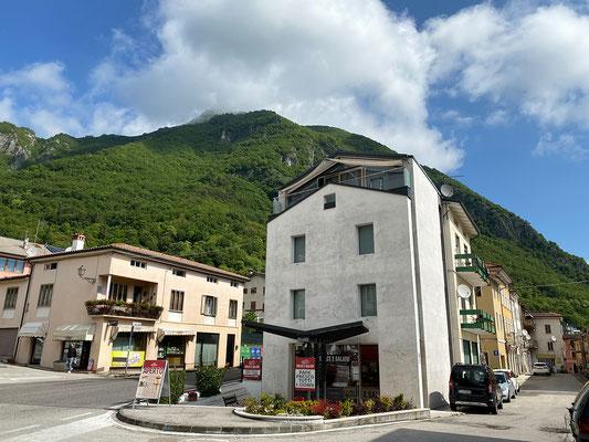 23.5. Über das Städtchen Arsiero gelangen wir über eine malerische Bergstrecke zum Passo Coe im Trentino.