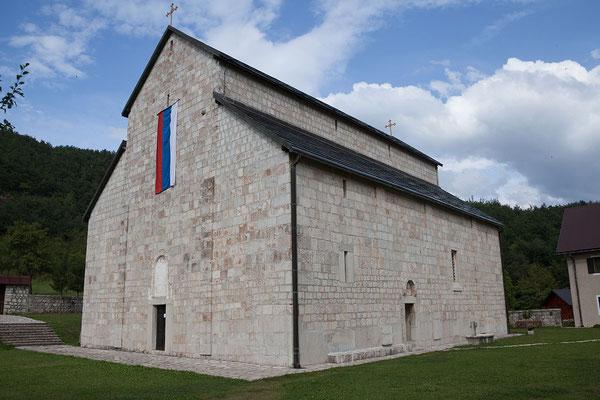 10.9. Das Kloster Piva wurde vor der Entstehung des Stausees Stück für Stück abgetragen und an seinen heutigen Standort transferiert, da es sonst den Fluten zum Opfer gefallen wäre.