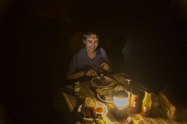 03.05. Muchenje, Geburtstagsessen mit Rindersteak, Kartoffeln und Knoblauchbrot