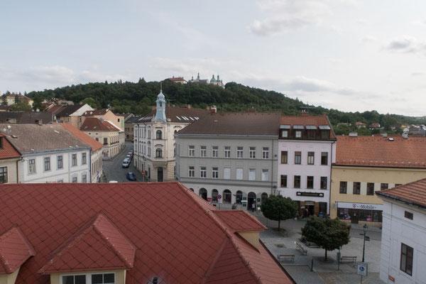 Blick aus dem Fenster der Unterkunft auf das Kloster Svatá Hora (Heiliger Berg)