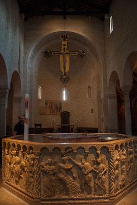 23.09. Verona - Duomo Santa Maria Matricolare (Taufbecken aus dem 13. Jh.)