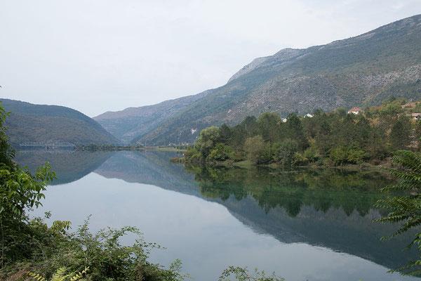 5.9. Wir folgen dem Verlauf der Trebišnjica, dem längsten Karstfluss Europas, in Richtung Montenegro.