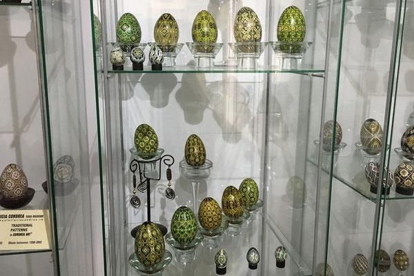 17.6. Lucia ist eine weit über die Grenzen Rumäniens hinaus bekannte Künstlerin, die ihre Eierkunstwerke bereits in über 100 internationalen Ausstellungen präsentiert hat.