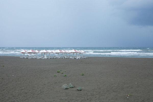 17.9. Bei Ulcinj übernachten wir am Camping Safari Beach. Die Velika Plaža ist mit 12km der längste Sandstrand der Adria.