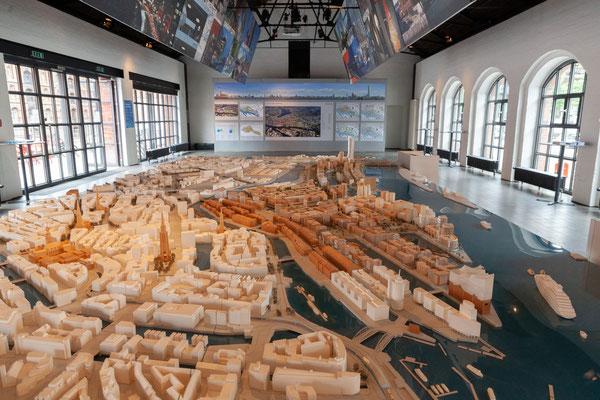 21.06. Im Zentrum der Ausstellung steht ein Modell der Hafencity.
