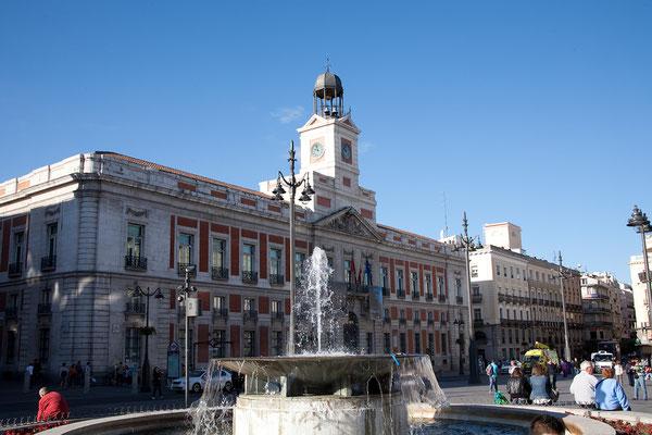 25.09. Puerta del Sol: Casa de Correos mit dem berühmtesten Glockenturm Spaniens