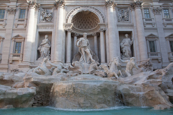 23.05. Fontana di Trevi am frühen Morgen mit wenigen anderen Touristen