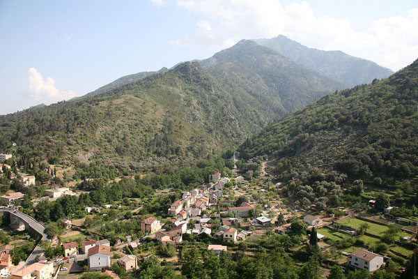 24.5. Corte: Blick von der Zitadelle ins Restonica Tal