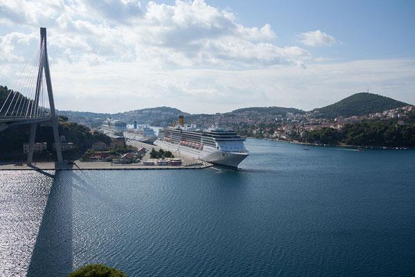 22.09. Blick von der Franjo-Tuđman-Brücke auf den Hafen Gruž