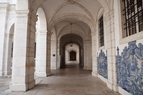 14.09. Das Mosteiro de São Vicente de Fora ist mit prächtigen Azulejos aus dem frühen 18. Jh. ausgestattet.