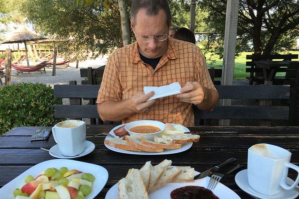 15.9. Lake Shkodra Resort, der Tag beginnt mit einem super Frühstück.