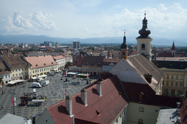 12.06. Sibiu, Blick vom Ratsturm auf die Piața Mare