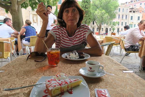 02.07. Campo San Polo: Kaffee und Kuchen bevor wir uns wieder auf den Heimweg machen (müssen).