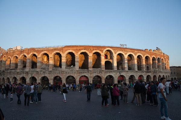 24.09. Verona - Am Abend sind wir zurück in der Arena.