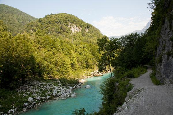 Spaziergang die Soča entlang zum Koziak Wasserfall