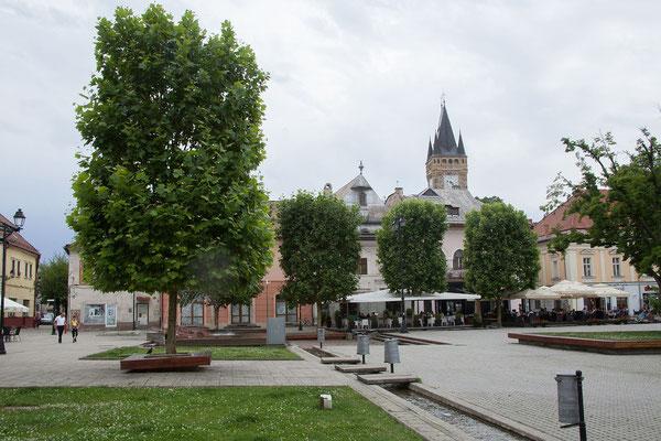 18.6. Baia Mare, Piața Libertații -  Die aus dem 17. und 18. Jh. stammenden Häuser sind schön restauriert, Cafés und Restaurants sind eingezogen.