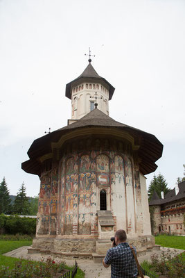 17.6. Kloster Moldoviţa - Die Klöster der Bucovina sind für die detailreichen Malereien an den Außenmauern berühmt.
