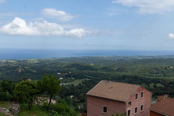 05.06. on Cervione reicht der Blick bis an die Küste.
