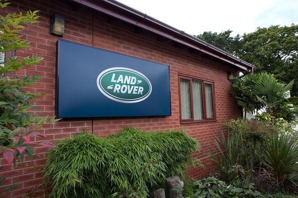 03.09. In Solihull besuchen wir die Land Rover Factory und sehen uns die Defender-Fertigung an.
