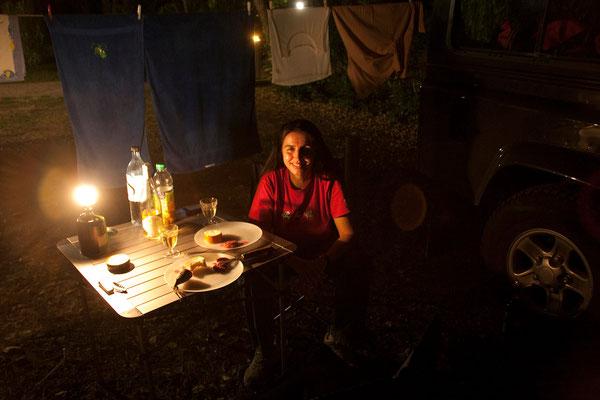 05.09. Camping Le Sagone: Abendessen mit korsischer Wurst und Wein Wein aus dem Nebbio.