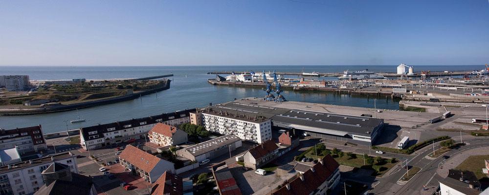 31.08. Blick auf den Hafen von Calais