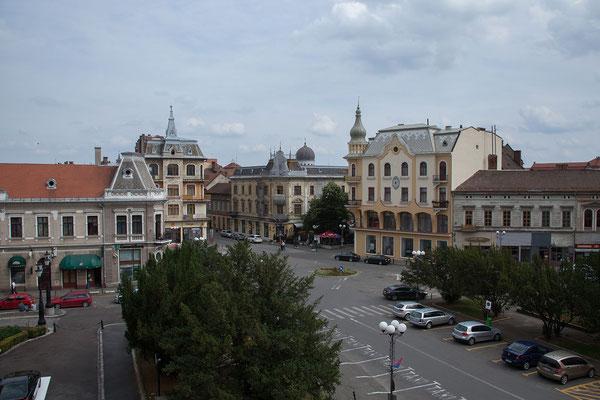 11.6. Oradea: Aussicht vom Zimmer auf die Piaţa Ferdinand.