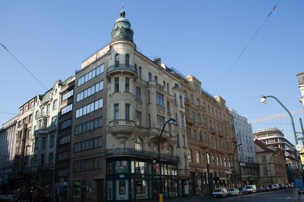 06.05.Durch die Altstadt spazieren wir am 2. Tag in Prag schon in der Früh Richtung Karlsbrücke.