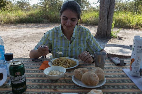 11.05. Nxai Pan NP, heute gibt es Pasta mit Thunfisch