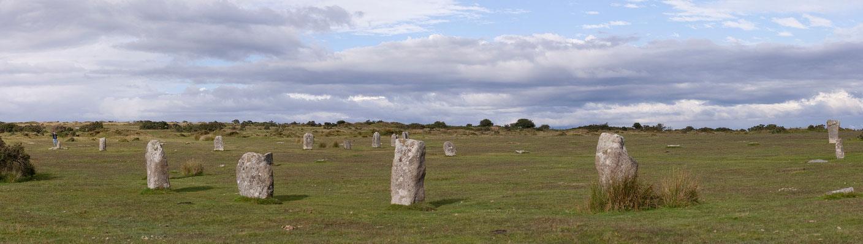 06.09. Unzählige Relikte, wie der Steinkreis The Hurlers nahe des Ortes Minions zeugen im Bodmin Moor von der dichten Besiedlung des Moores während der Bronzezeit.
