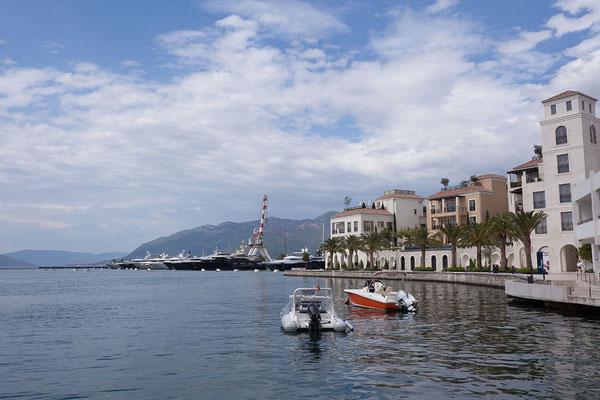 8.9. Tivat, Uferpromenade (im Hintegrund der Porto Montenegro)