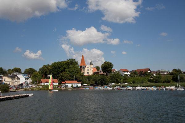 23.7. Die Fähre bringt uns über den Strelasund nach Stralsund.