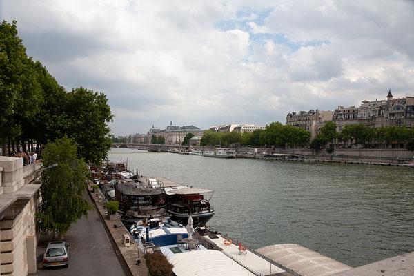 12.06. Wir spazieren entlang der Seine.