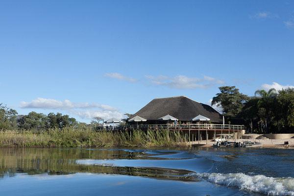 23.4. Hakusembe River Lodge (Rundu): wir machen eine Bootsfahrt auf dem Kavango.