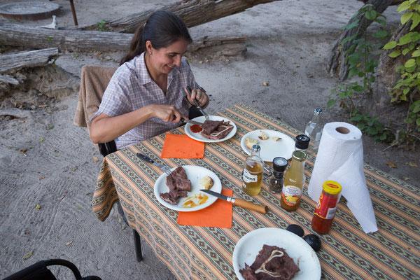 09.05. Moremi GR - 3rd Bridge Campsite; heute grillen wir Rindssteak mit Mais und Kartoffeln