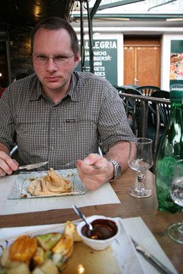 25.5. Abendessen in Corte (Pizza & Crêpes für Helmut, Wildschweinlasagne und Früchtespieß für Kerstin).