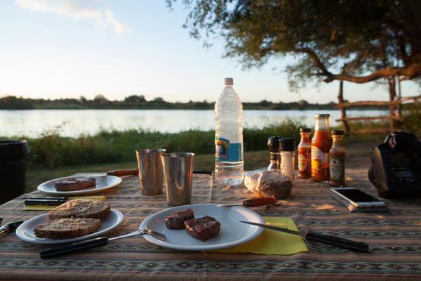 24.4. Nunda River Lodge; heute gibt es Zebrasteaks mit Zucchini.