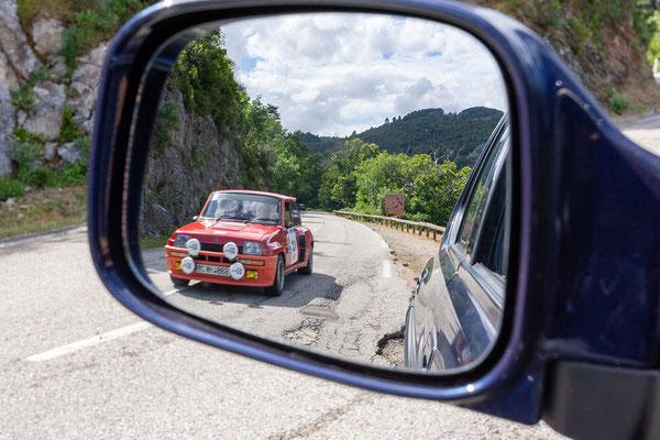 2.6. Spelunca Schlucht: wir lassen die Teilnehmer der Rallye gerne passieren und sehen uns dabei die Autos an.