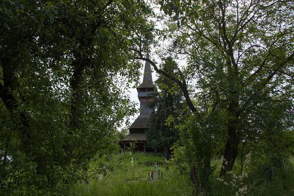18.6. In Poienile Izei sehen wir uns die schöne alte Holzkirche (1604-1632) an.