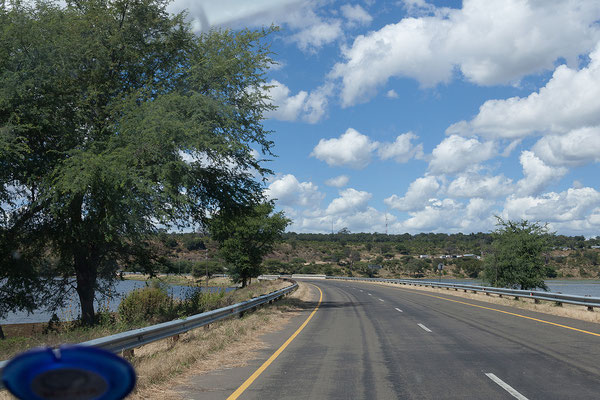 Die Ngoma Bridge ...