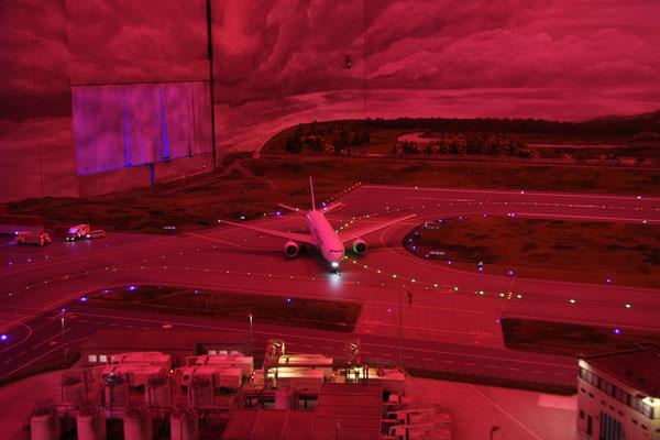 24.07. Auch einen voll funktionsfähigen Flughafen gibt es im Miniaturwunderland.