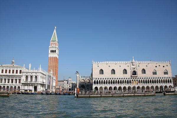 13.09. Vom Vaporetto haben wir einen tollen Blick auf San Marco und den Dogenpalast!