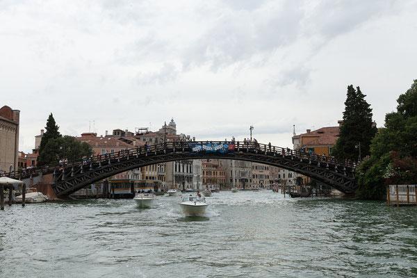 30.06. Vaporettofahrt: Ponte dell'Accademia