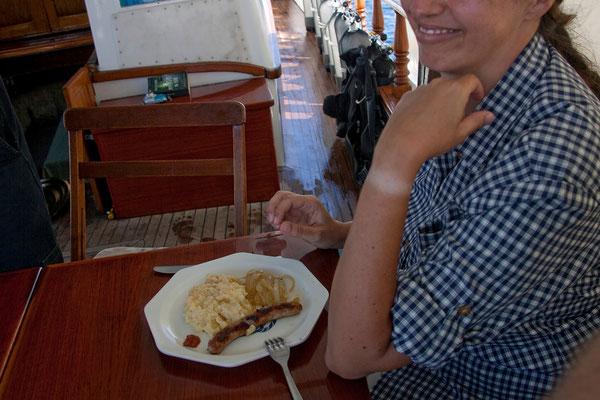13.09. Mittagessen: Würstel mit Püree