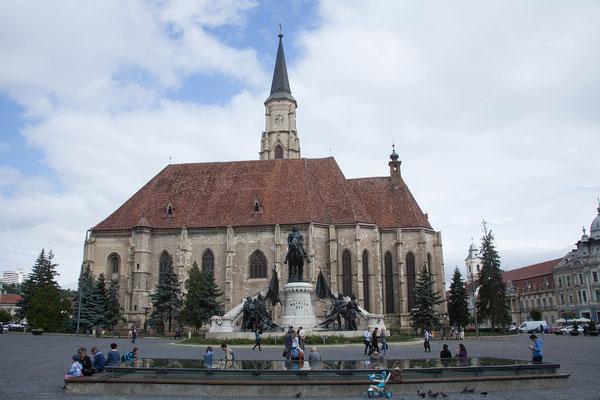 17.06. Cluj: Piața Unirii mit Biserica Sfântul Mihail und Mathias Corvinus Standbild