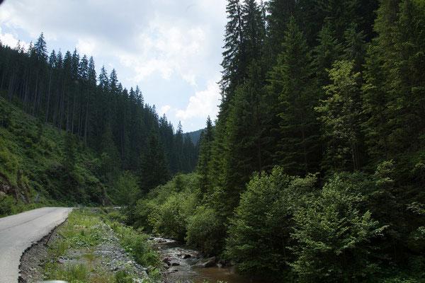 13.06. Die 2008 begonnene Transalpina führt wie die Transfăgărășan über die Karpaten in die Walachei.