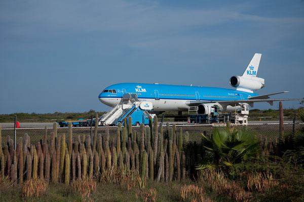 Die McDonnell Douglas MD-11 steht wegen des Ausbruchs des Eyjafjallajökull mehrere Tage auf Bonaire