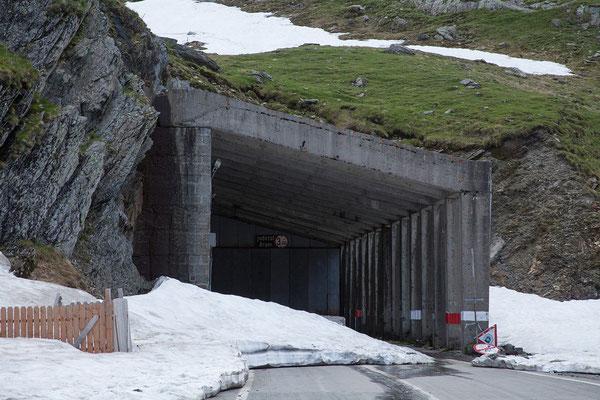 10.06. Transfăgărășan - Bâlea Lac (2042 m). Wir haben hier den höchsten Punkt der Strecke erreicht, eine Weiterfahrt ist aufgrund der Schneereste nicht möglich.