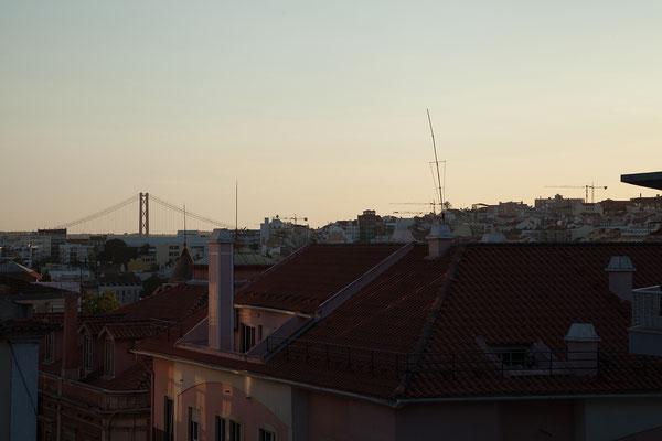 15.09. Abendstimmung mit Blick auf Ponte 25 de Abril